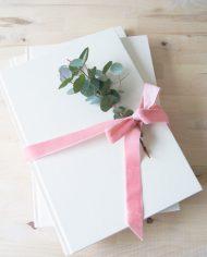 Gästebuch_weiß_Stapel