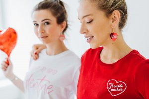 XOXO_earrings_T_shirt_sophie_Vera